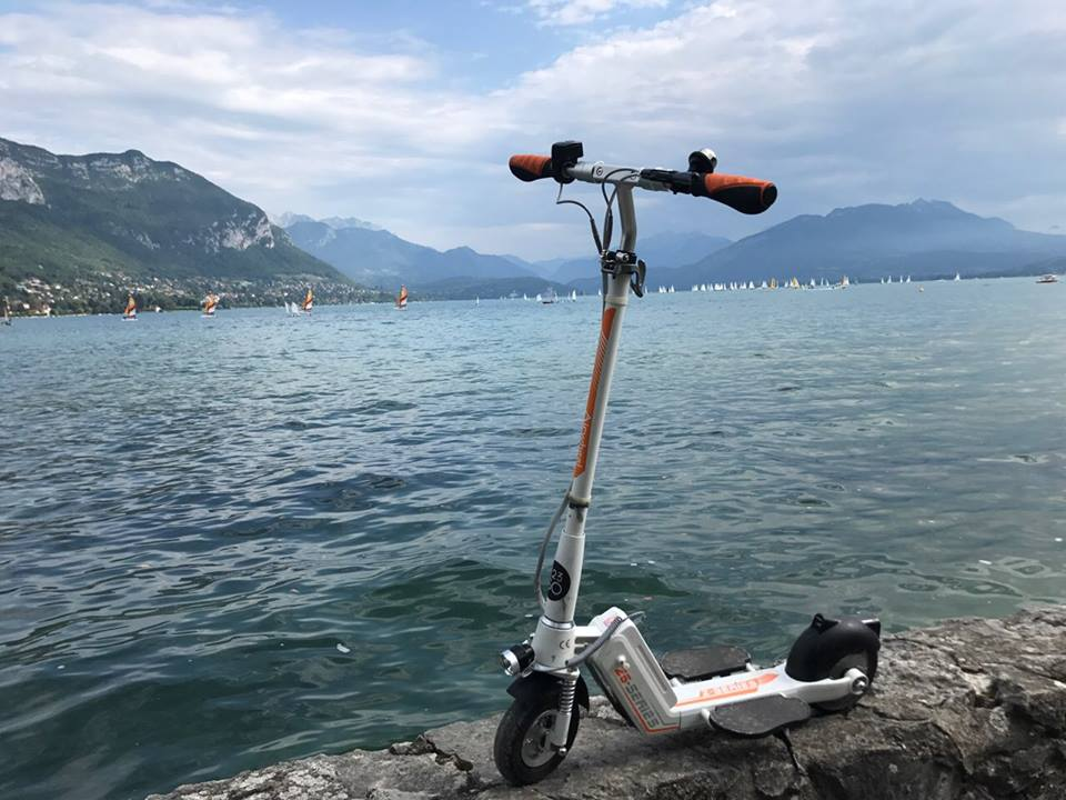 Airwheel Z5 razor scooter battery powered(1).
