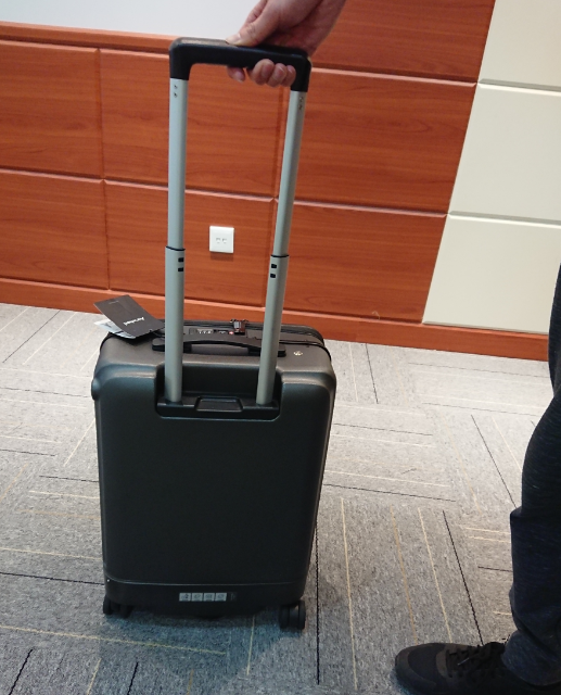 Airwheel ridable suitcase